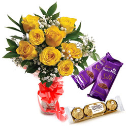 Blushing Yellow Roses Bouquet with Ferrero Rocher and Dairy Milk Silk