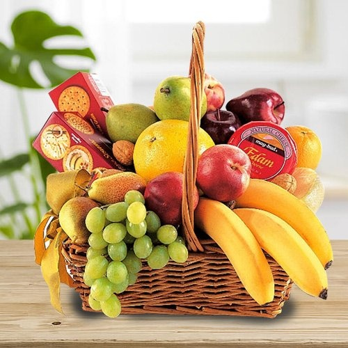 Mixed Fresh Fruits with Cheese, Biscuits and Chocolates.(Gross Weight 3 Kg.)