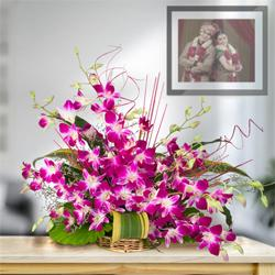 Divine 10 Fresh Orchids in a Beautiful Bouquet to Mangol Puri N Block