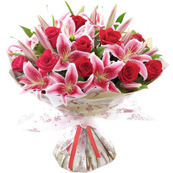 Online Deliver Bouquet of Mix Lilies N Roses