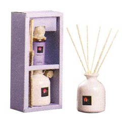 One ceramic pot, 8 reeds of 7.5� & 60 ml oil